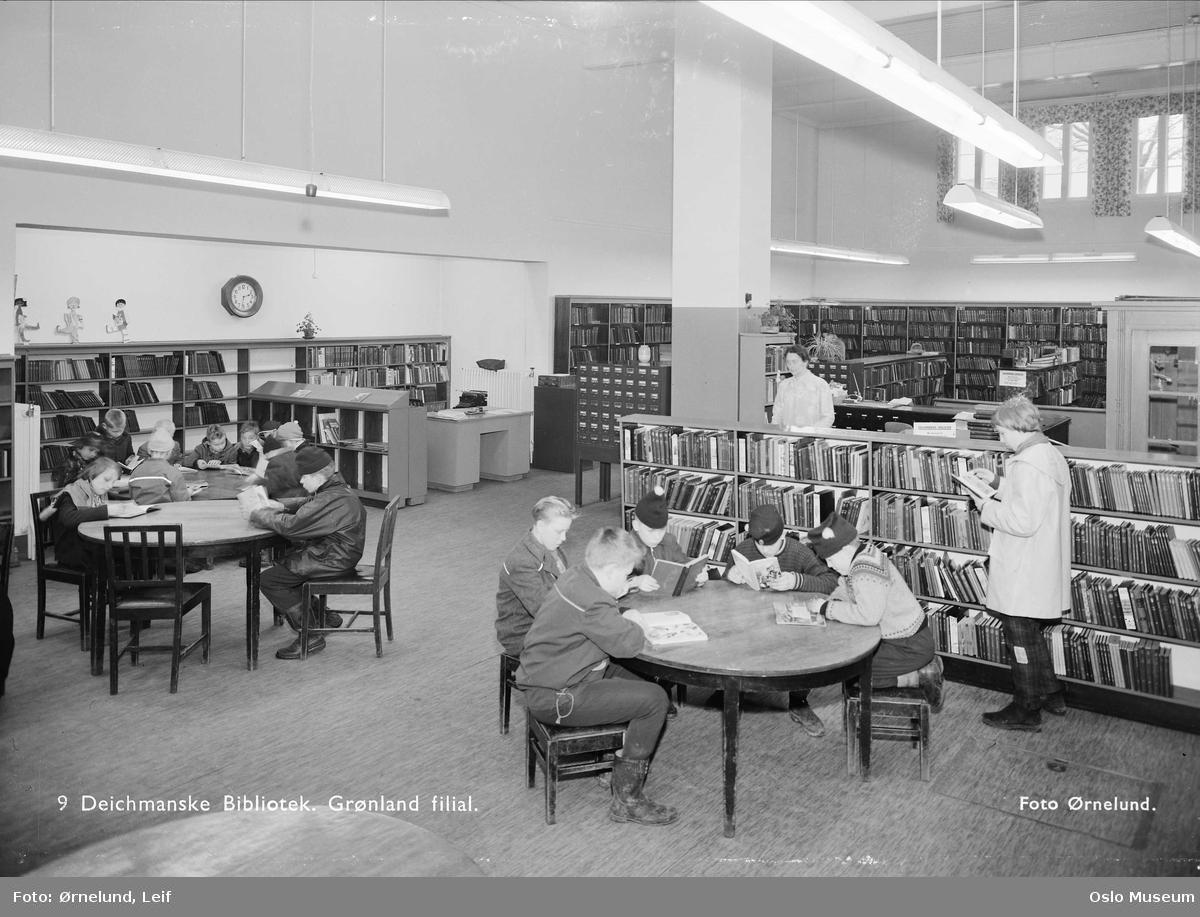 Deichmanske bibliotek, Grønland filial, interiør, mennesker