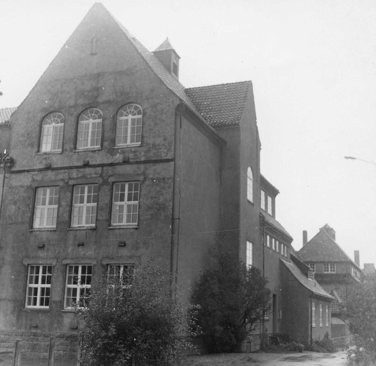 Lillesund skole fotografert fra sørøst.