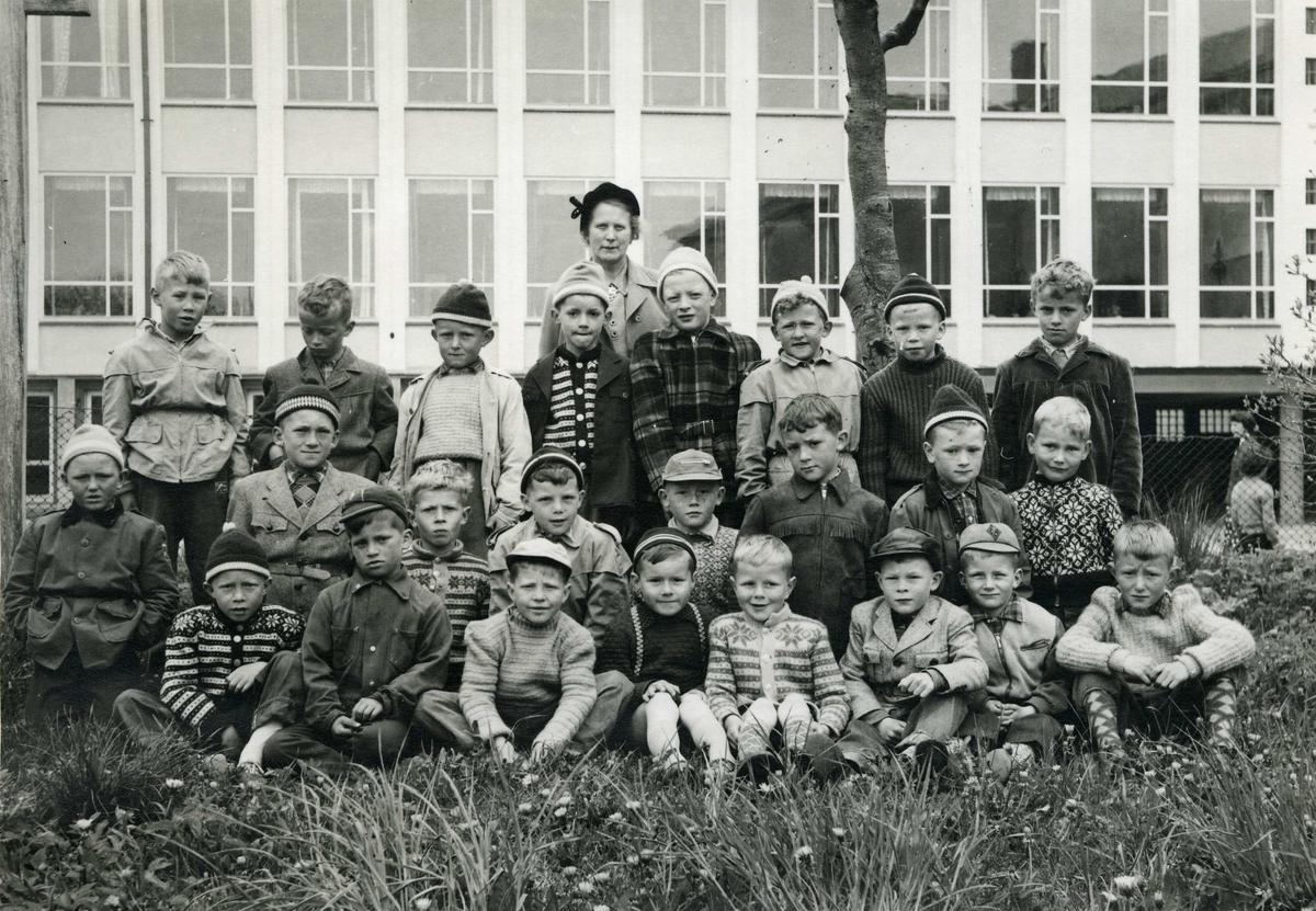 Skoleklasse - gruppebikde - draktskikk