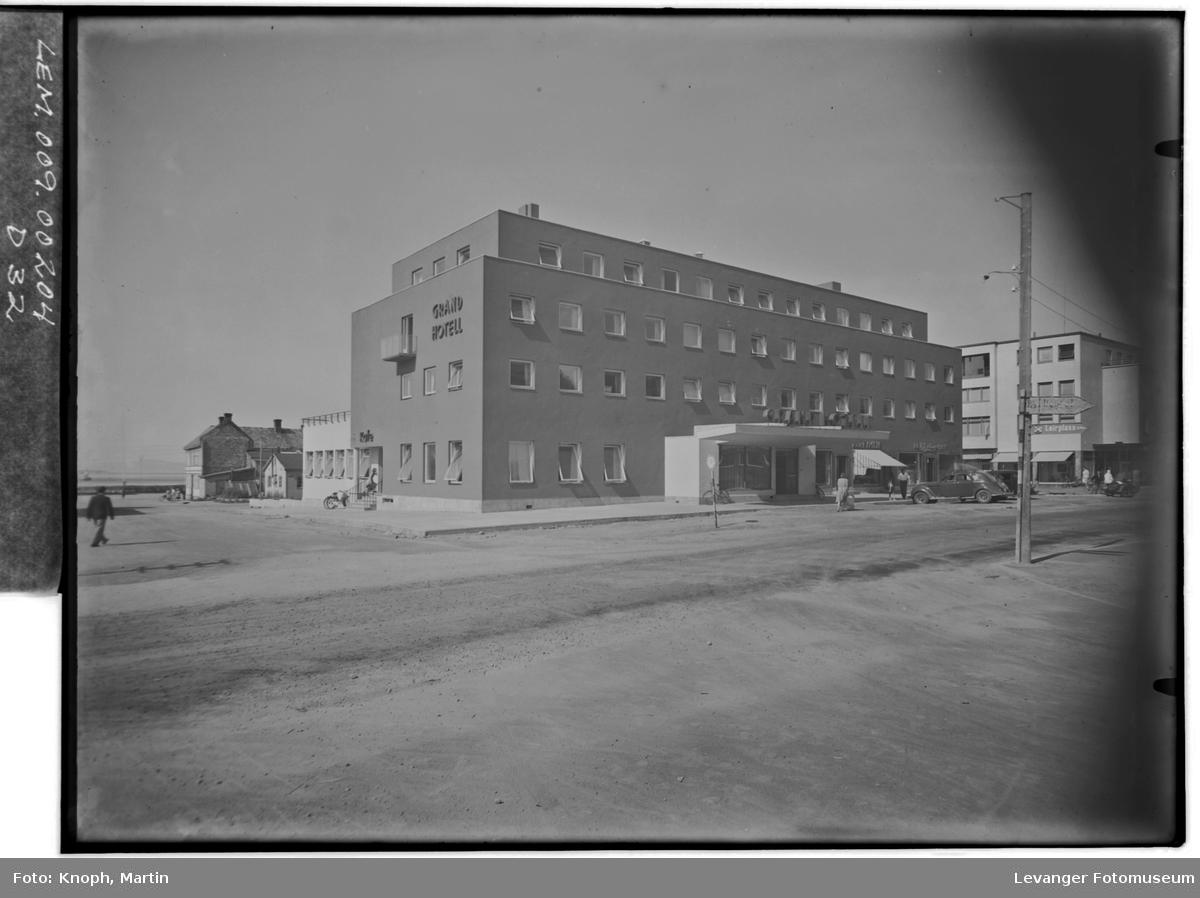 Grand Hotell, 1950  IX