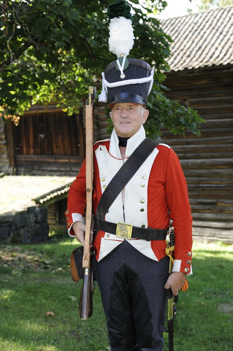 Kulturminnedagen 2013 og Hestensdag 2013 på Domkirkeodden. Dragoner, uniformer, gamle våpen. Hest.