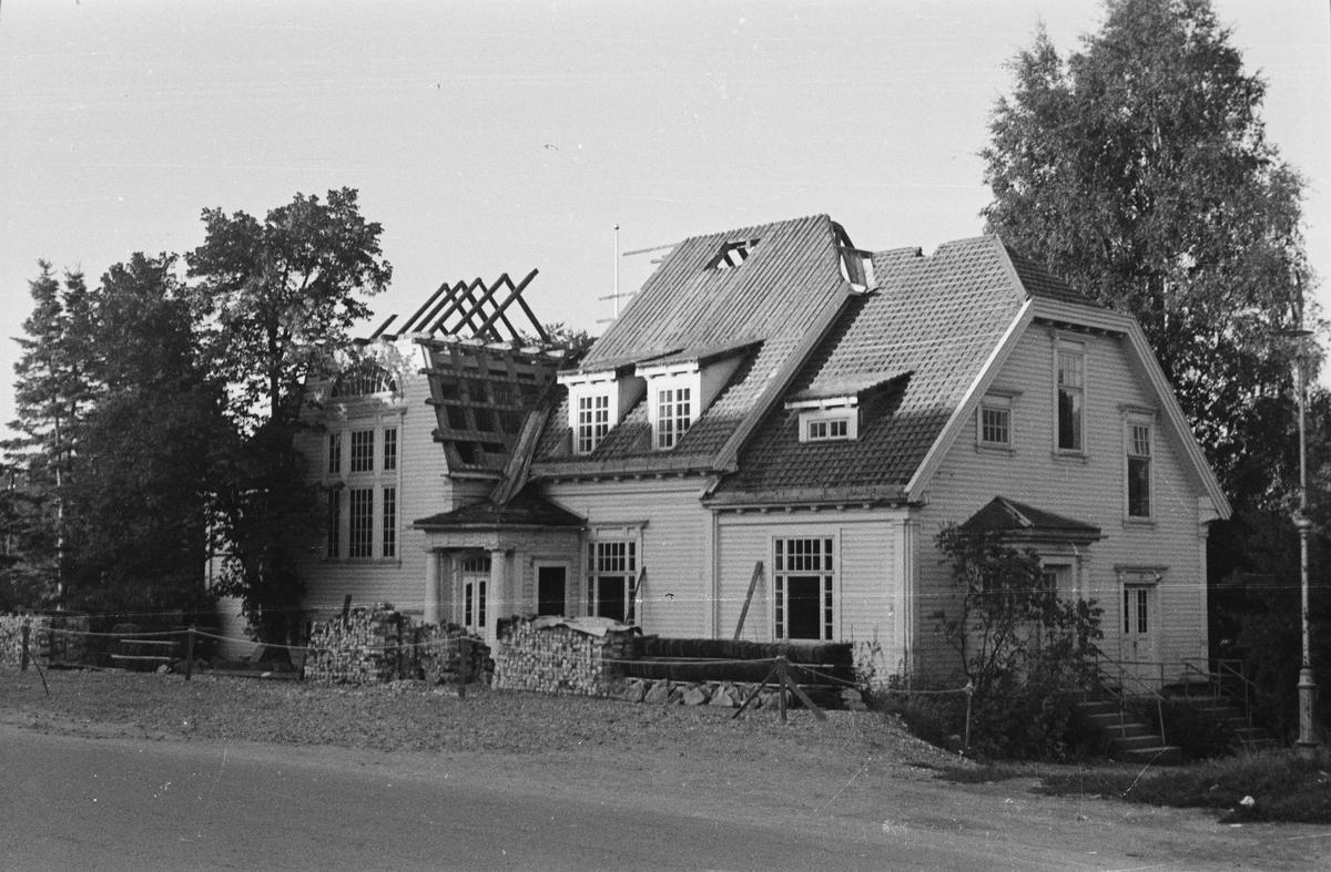 Villaen Evje under riving. Leiret, Elverum.