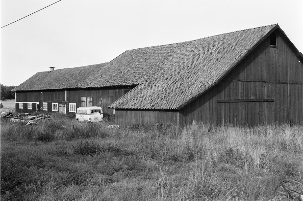 Ladugård och loge, Västerberga 3:7, Rasbo socken, Uppland 1982