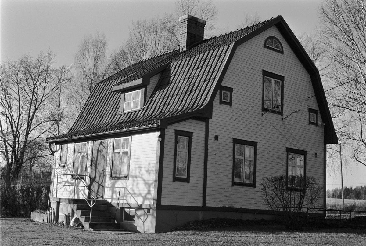 Bostadshus, Skillsta 1:15, Skogs-Tibble socken, Uppland 1985