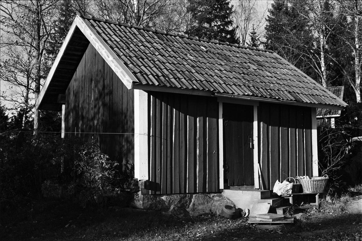 Uthus, Skillstaborg, Skillsta 1:9, Skogs-Tibble socken, Uppland 1985