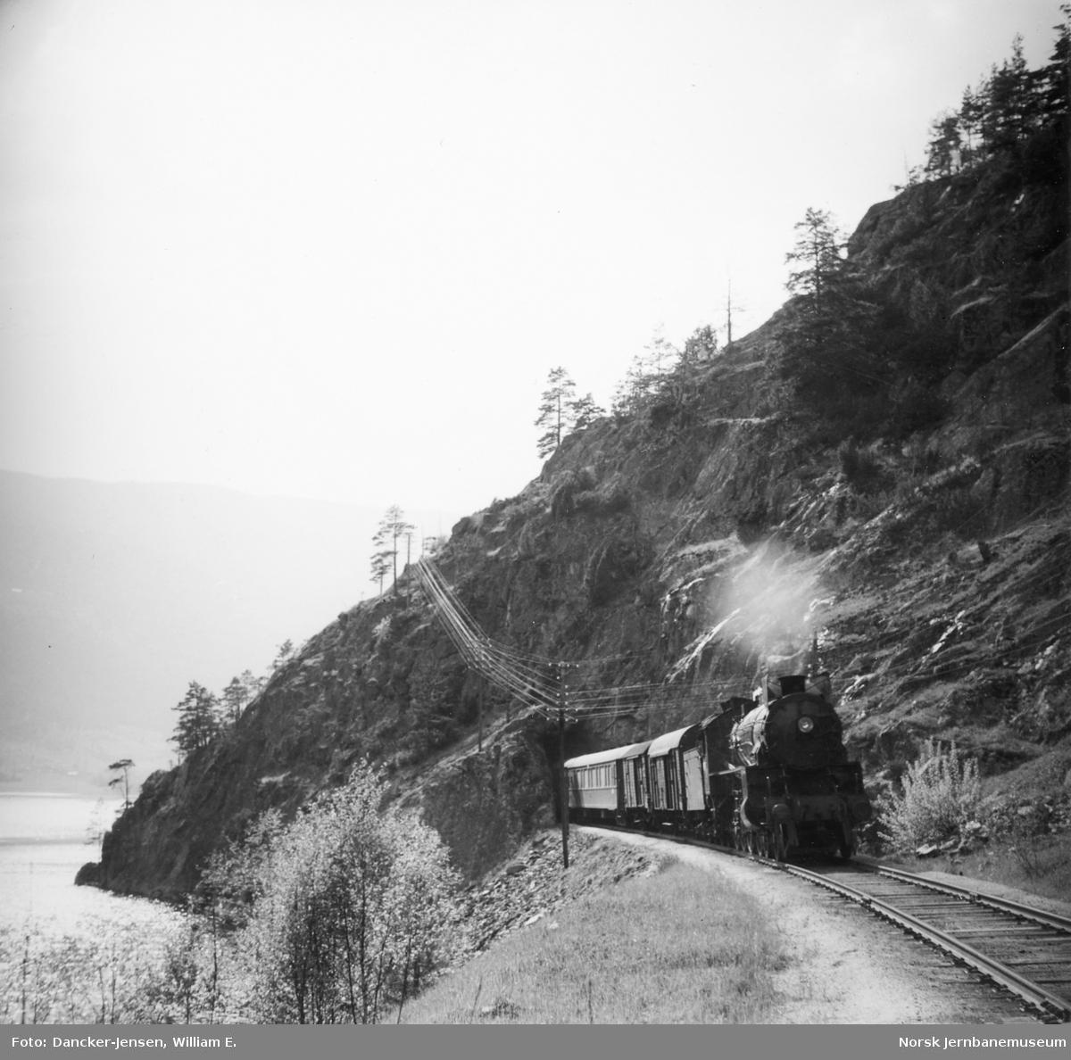 Bergensbanens dagtog 602 ved Bromma, trukket av damplokomotiv type 31b