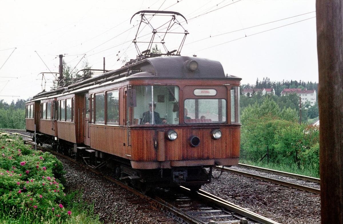 A/S Holmenkolbanen. Røabanen. Eiksmarka stasjon. Vogn 37 og 31, type 1909 (Skabo, Westinghouse)