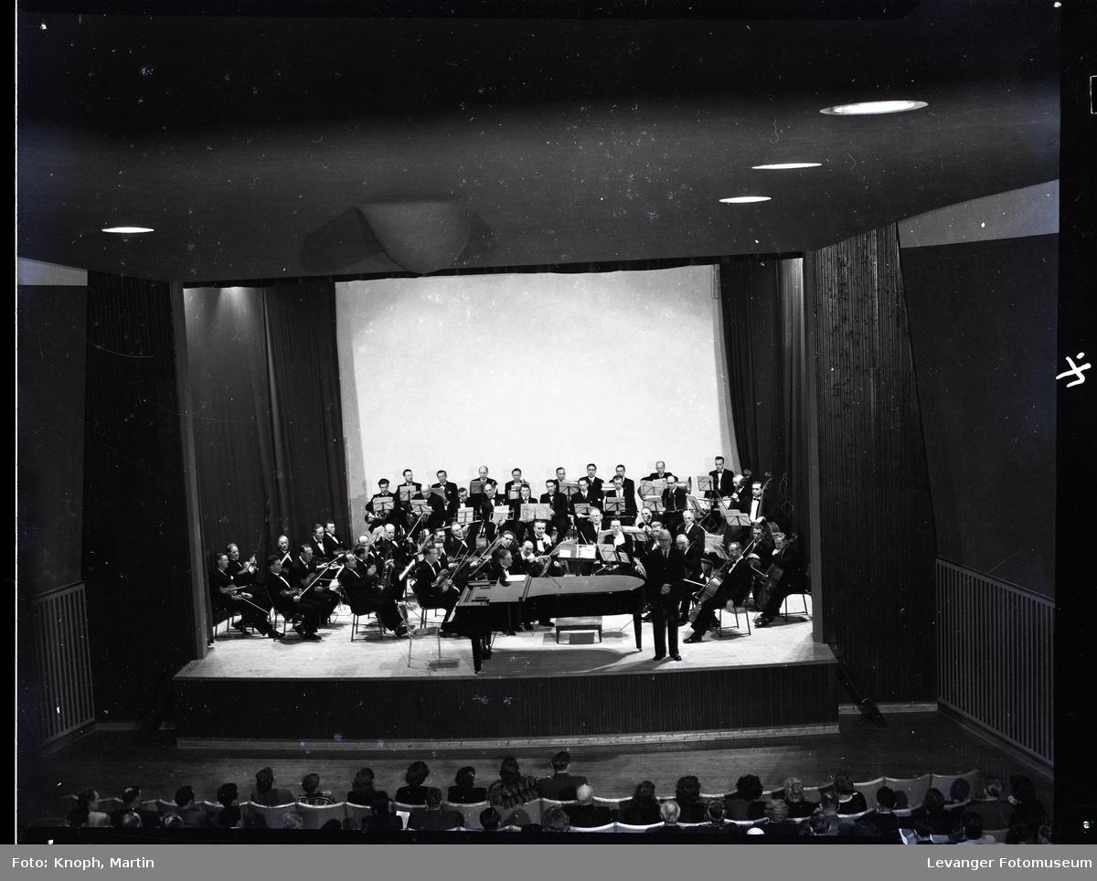 Symfoniorkesterets konsert på Steinkjer i 1952  III
