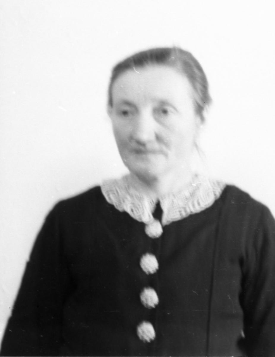 Passbilde av Margit Hulebaklien Slåttestølen.