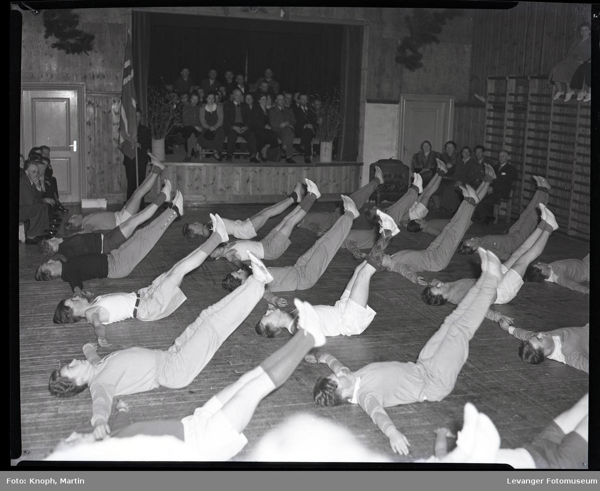 Gymnastikkoppvisning på Sund Folkehøgskole  IV