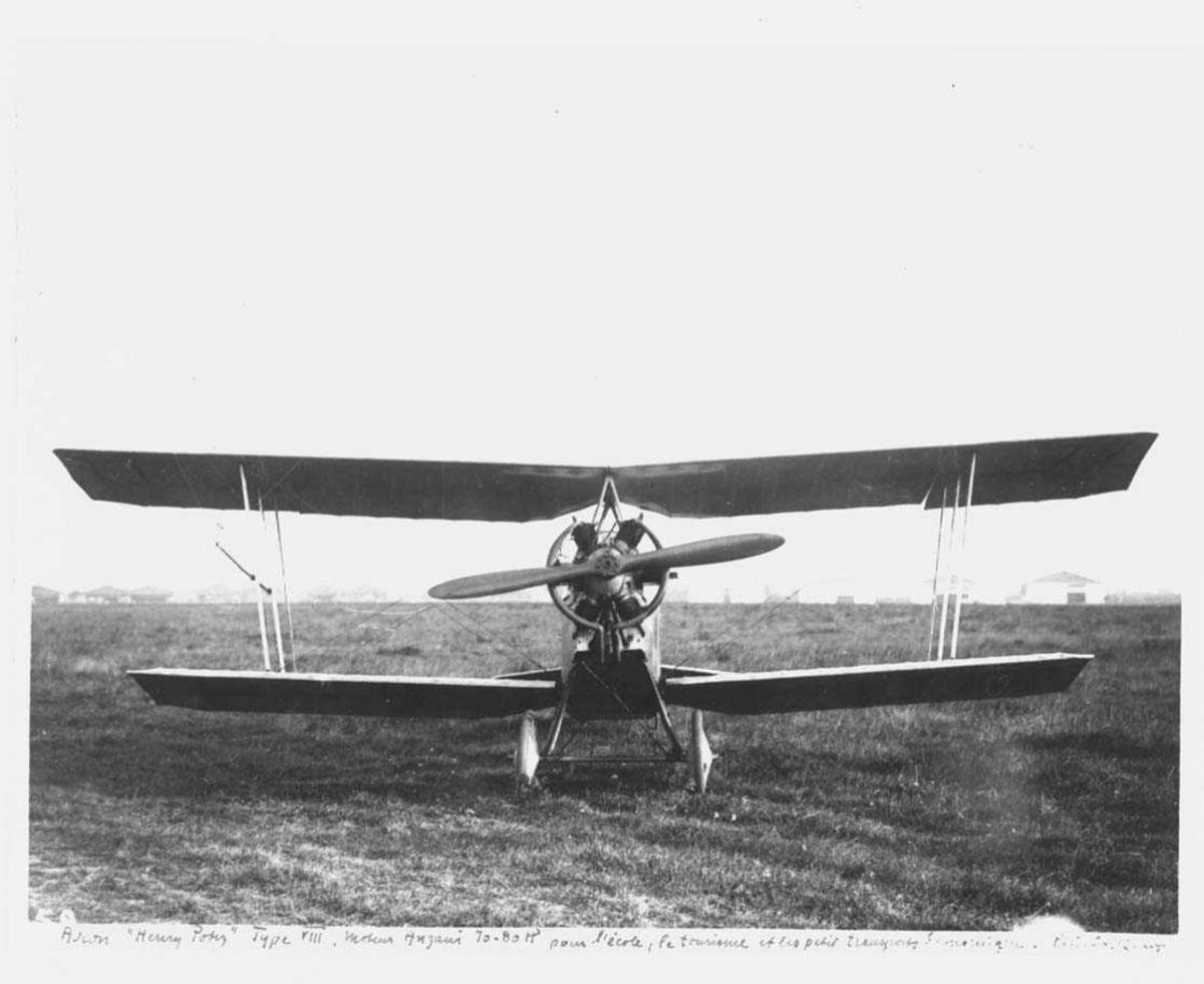 Ett fly på bakken, Potez VIII A