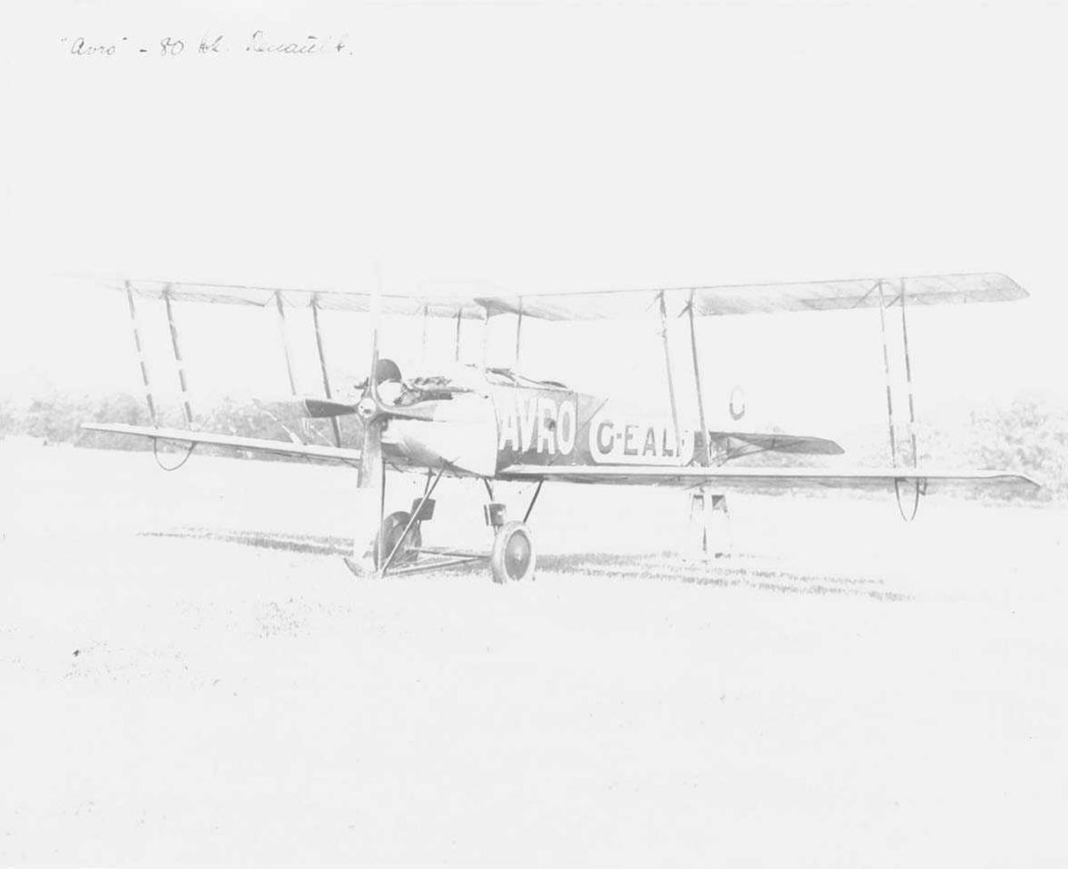 Ett fly på bakken, Avro 504