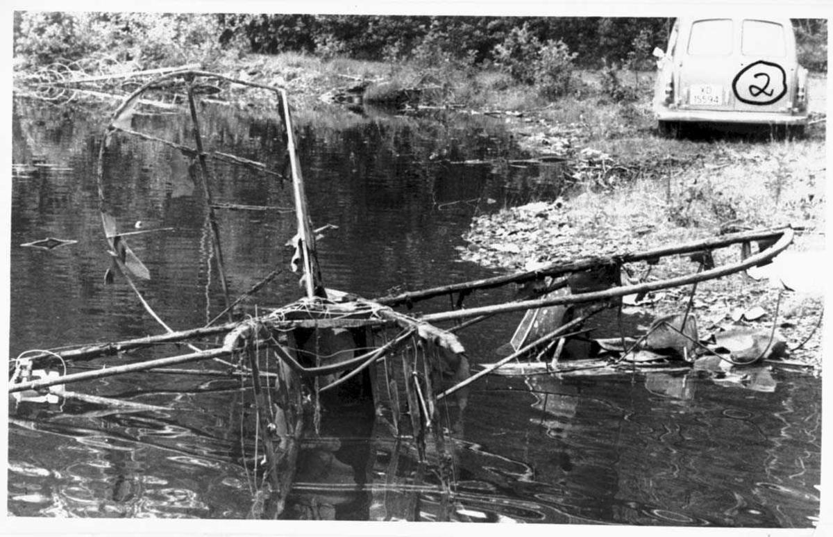 Ett flyvrak i vannkanten, F.F.9. Kaje I nr 33.