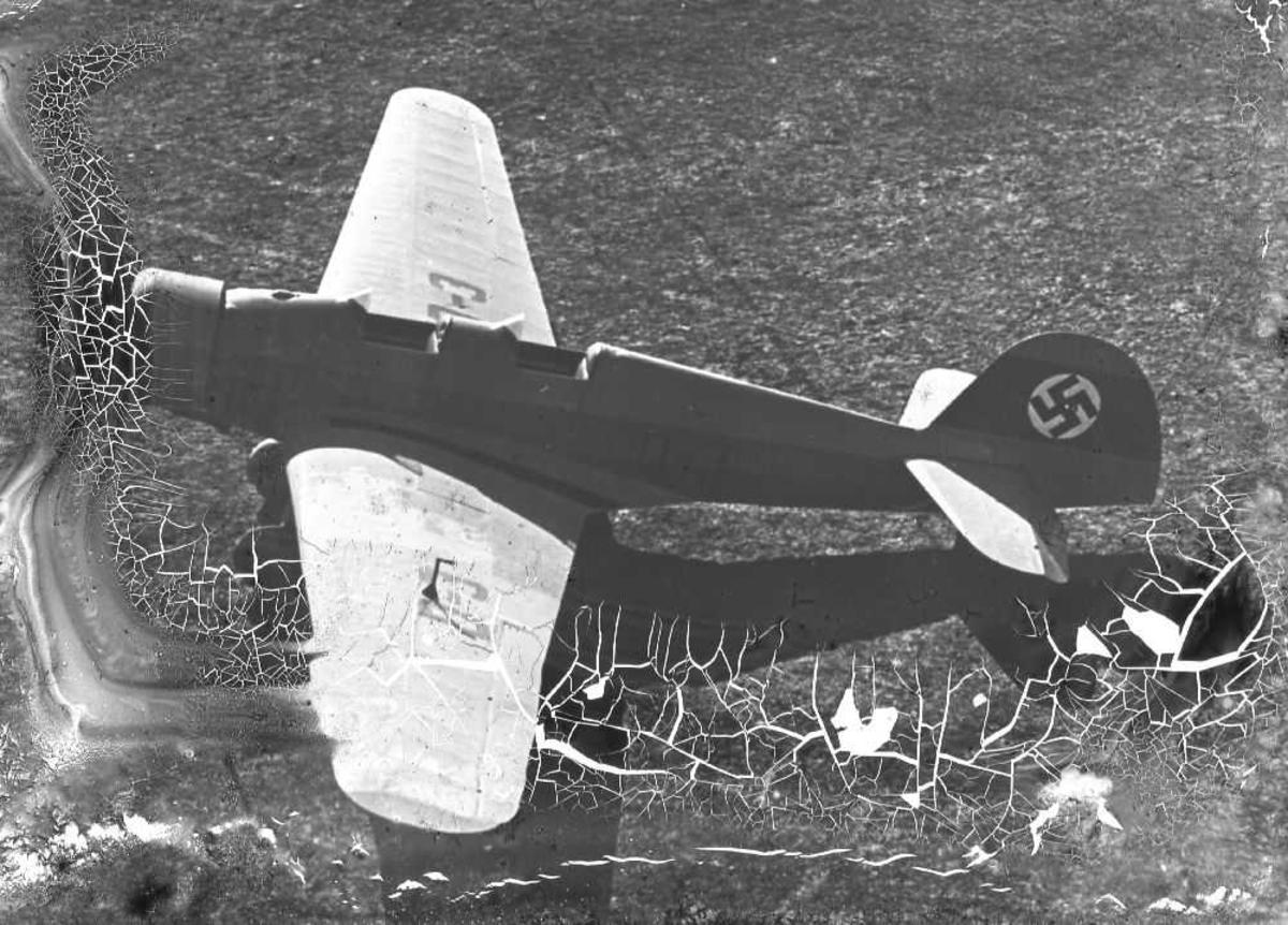 Klemm 35D, D-3, tysk toseter sports/skolefly. Hakekors malt på flyet