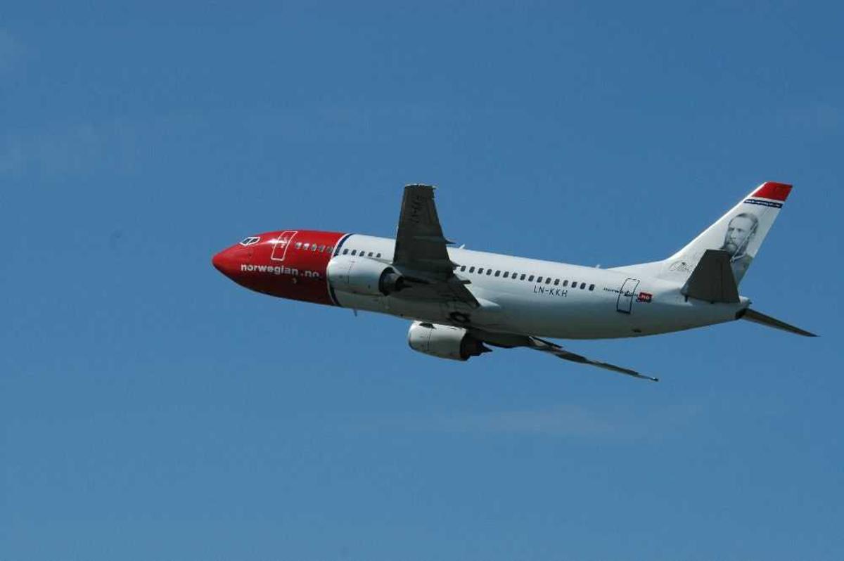 Ett fly i lufta. Boeing 737-3K2, LN-KKH fra Norwegian.