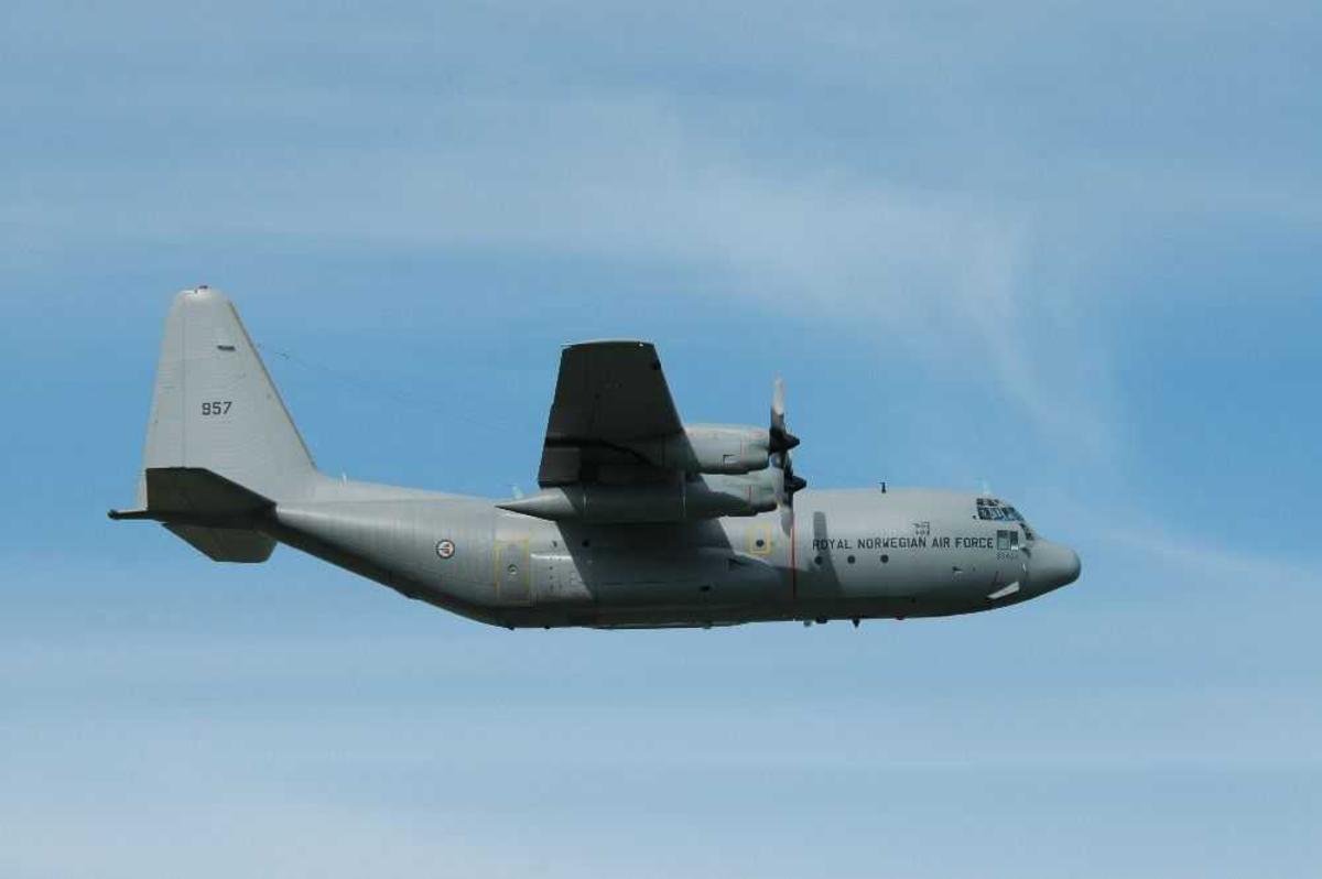 Ett fly i luften. Lockheed C-130 J Hercules, 957.