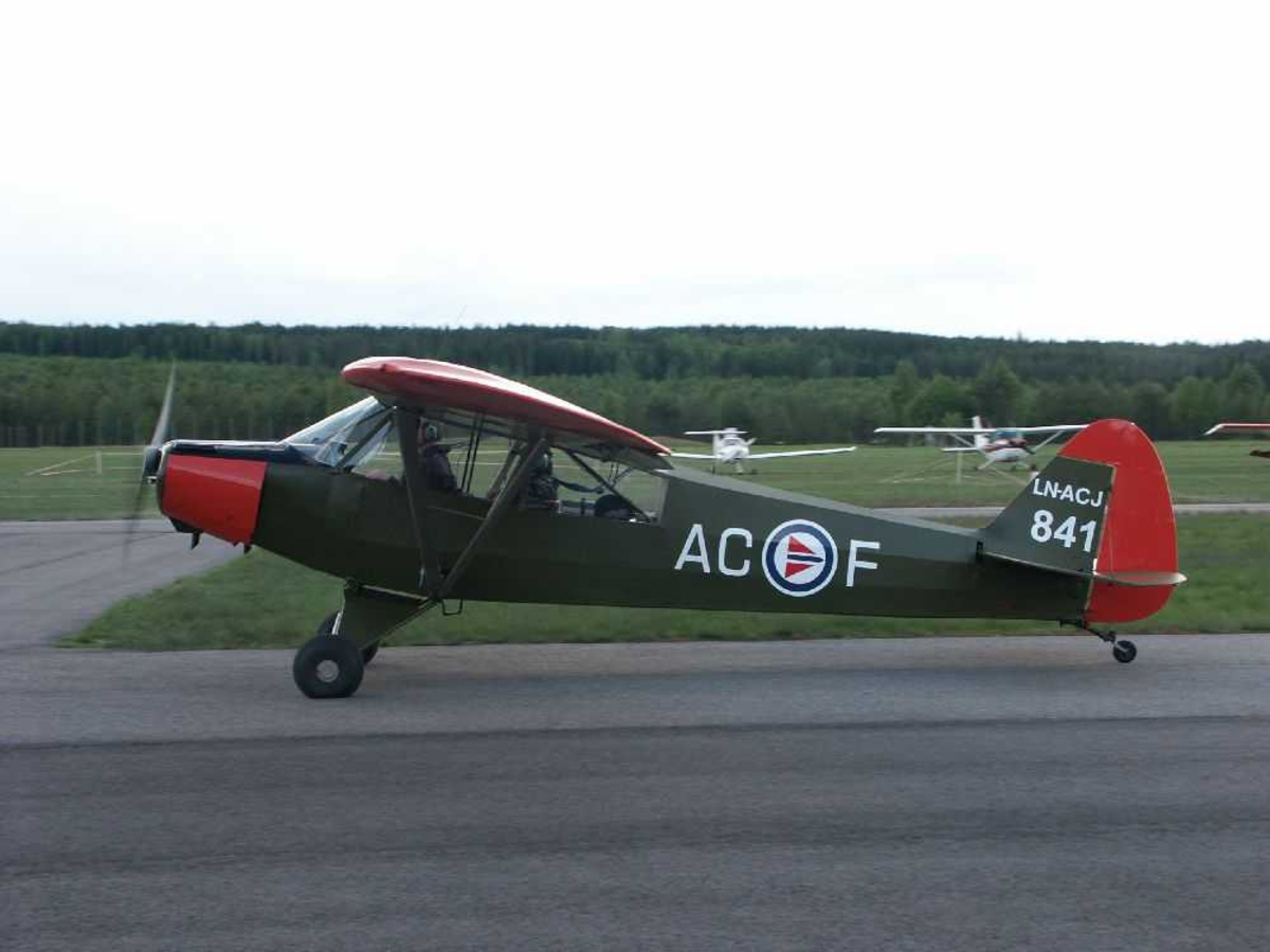 Ett fly på bakken, Piper L-18C Super Cub, PA-18-95, LN-ACJ (F-AC)