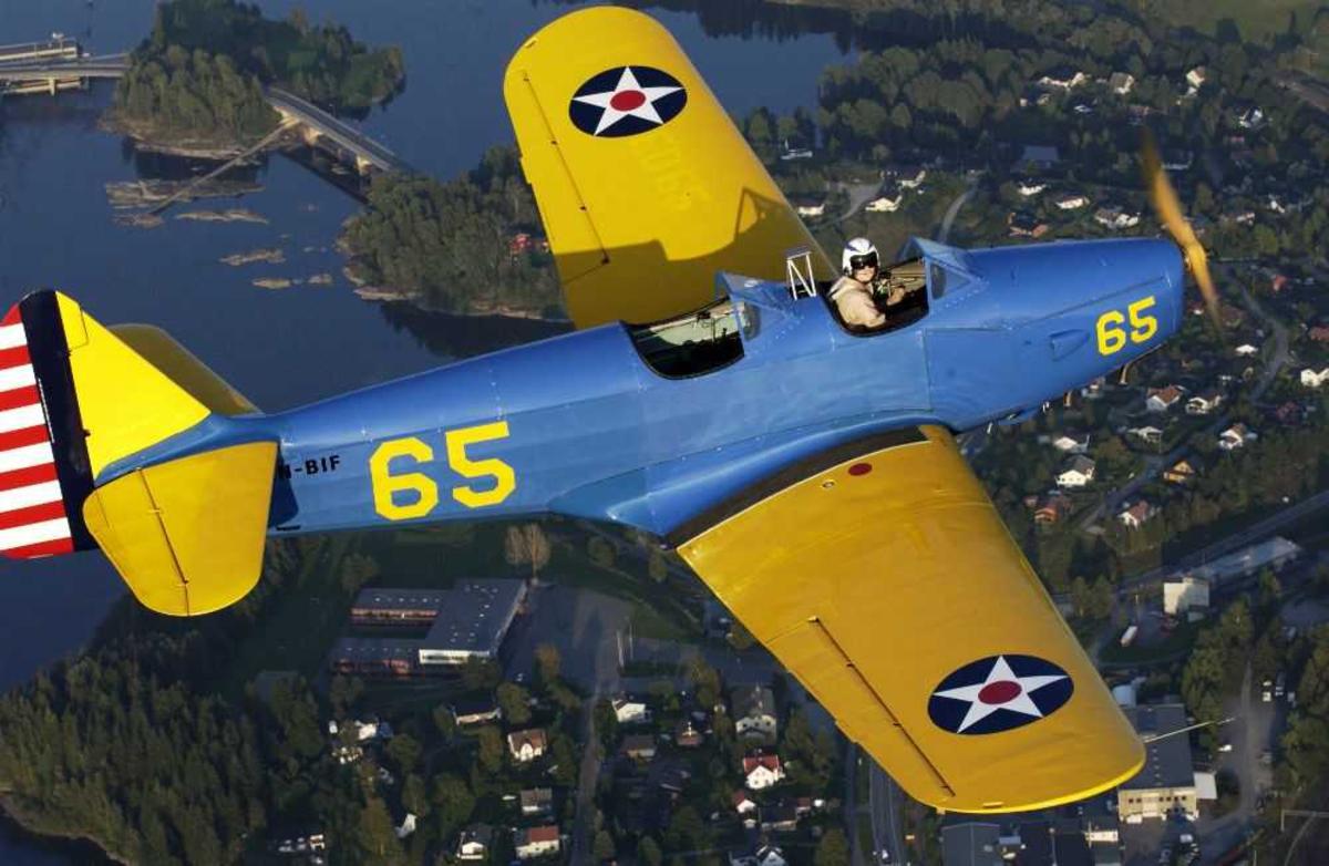 Luftfoto av ett fly, Fairchild PT-19 Cornell 65, LN-BIF