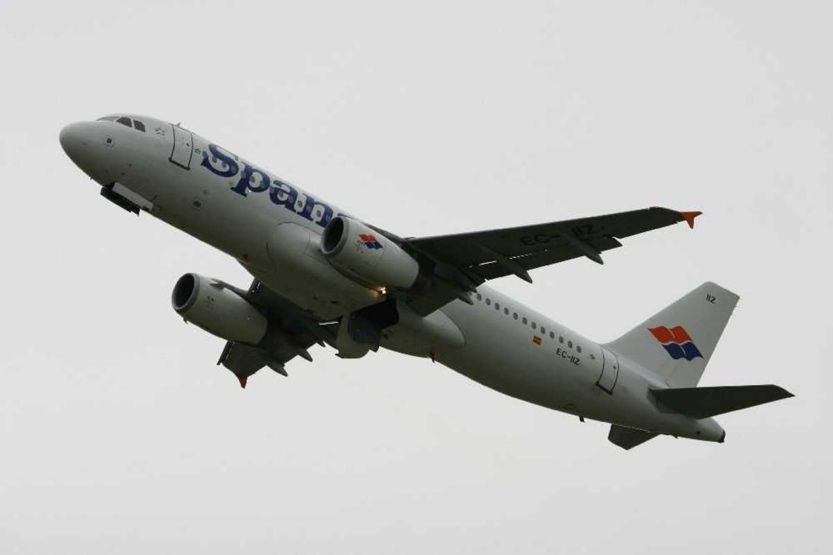 Ett fly i lufta, Airbus A320-232, CE-IIZ fra Spanair