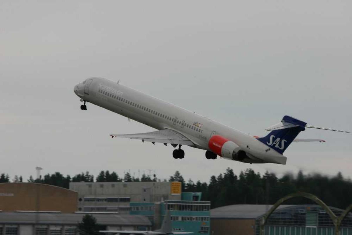 Ett fly, McDonnell Douglas MD-90-30, OY-KIN fra SAS