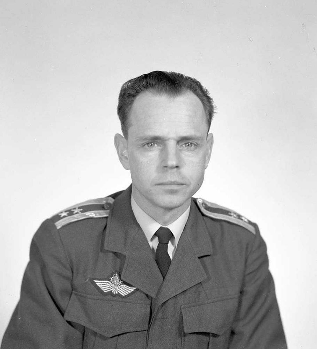 Portrett av Oberstløytnant Gunnar Berge, Operasjonsgruppesjef, Bodø flystasjon.