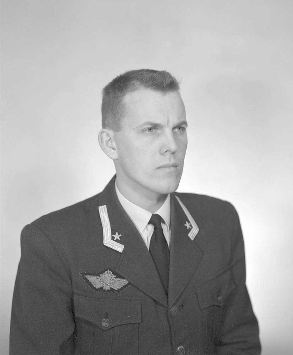 Portrett av Major Eyvind Schibbye, 331 skvadron, Bodø flystasjon.