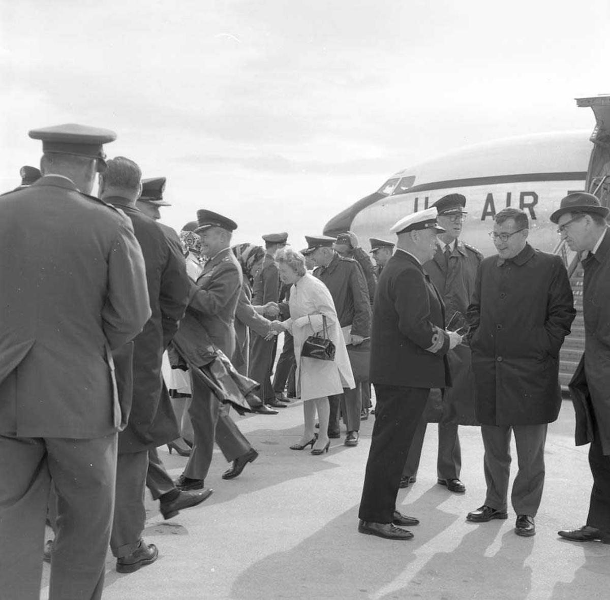 Amerikansk General besøker Bodø flystasjon.