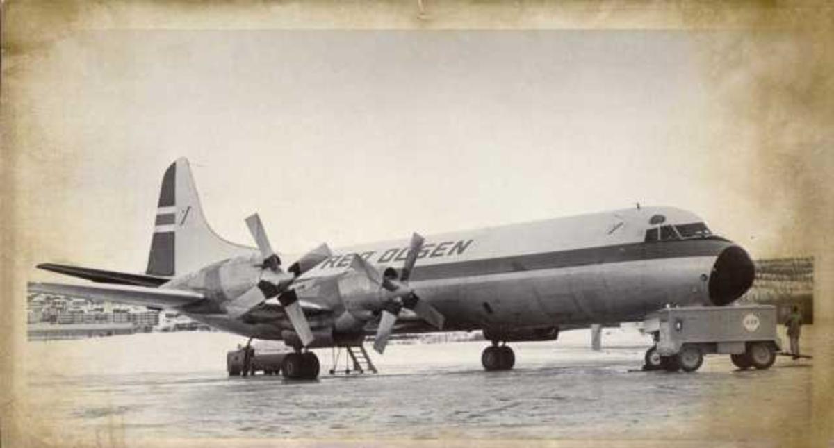 Lufthavn. Ett fly på bakken, Lockheed L.188CF Electra fra FRED OLSEN.