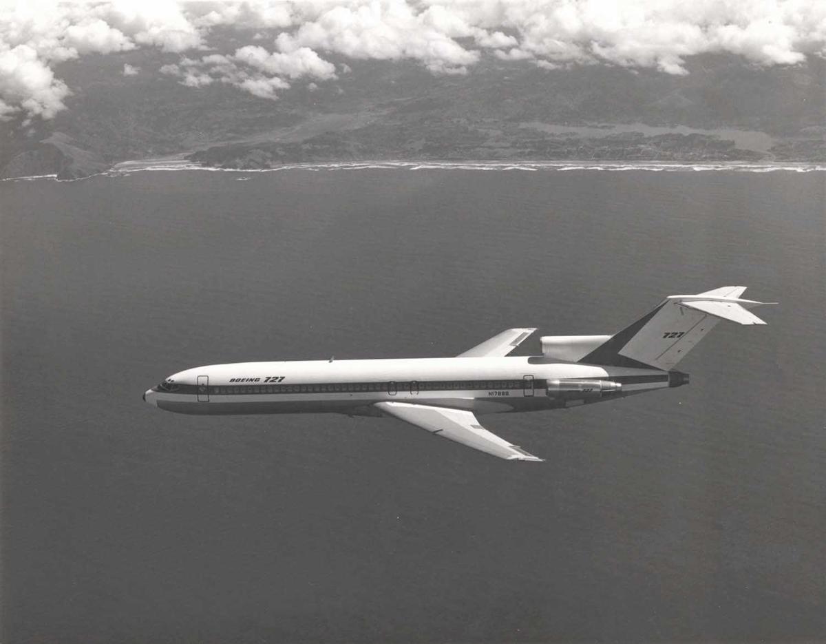 Luftfoto. Ett fly i luften. Boeing 727-2A3. N1788B