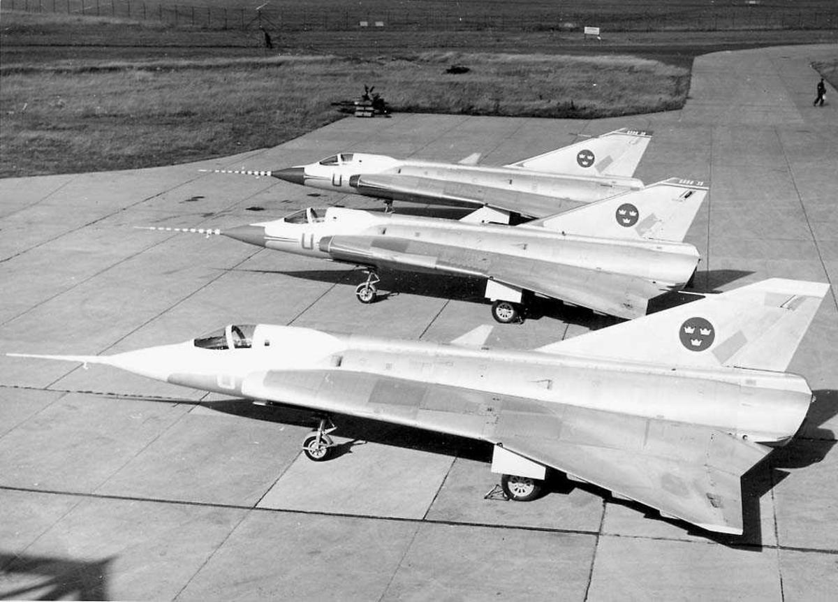 Lufthavn. Tre fly på bakken, Saab Draken.