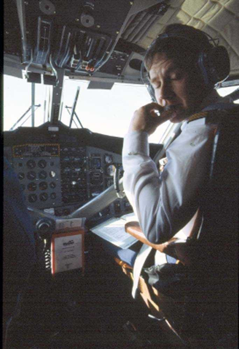 Cockpit. Flystyrmann (flyger/pilot), DHC-6-300 Twin Otter fra Widerøe.