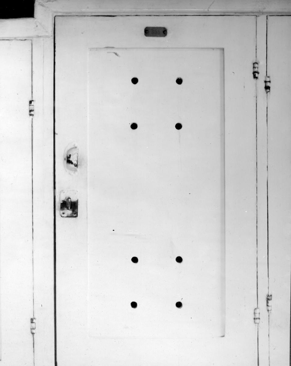 Övrigt: Klädskåp ombord på skeppsgossefartyget af Chapman