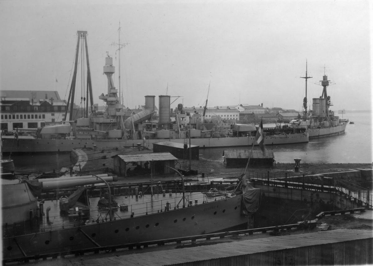 Övrigt: Pansarskeppet Sverige, Drottning Victoria och Gustaf V på örlogsvarvet i Karlskrona