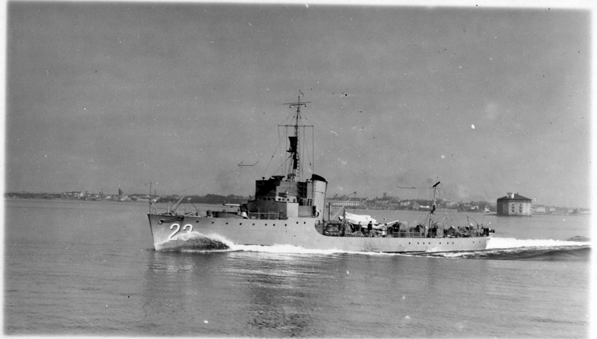 Fartyg: SNAPPHANEN                      Rederi: Kungliga Flottan, Marinen Byggår: 1934 Varv: Örlogsvarvet, Karlskrona Övrigt: Vedettbåten Snapphanen under gång till sjöss