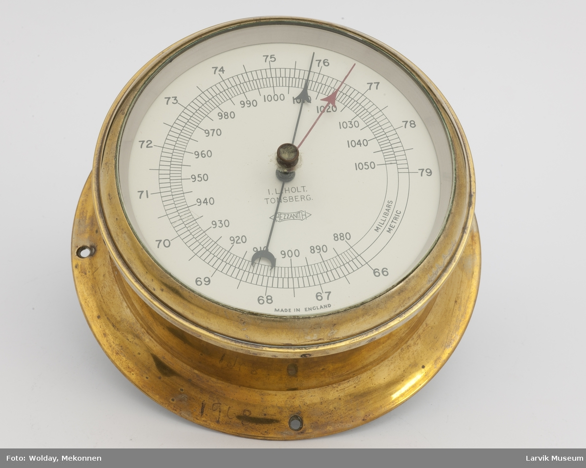 Anaroid barometer, merket i mm. og m.bar.