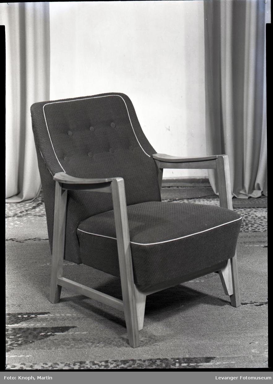 Møbel produsert av Nordenfjeldske stol og møbelfabrikk  I