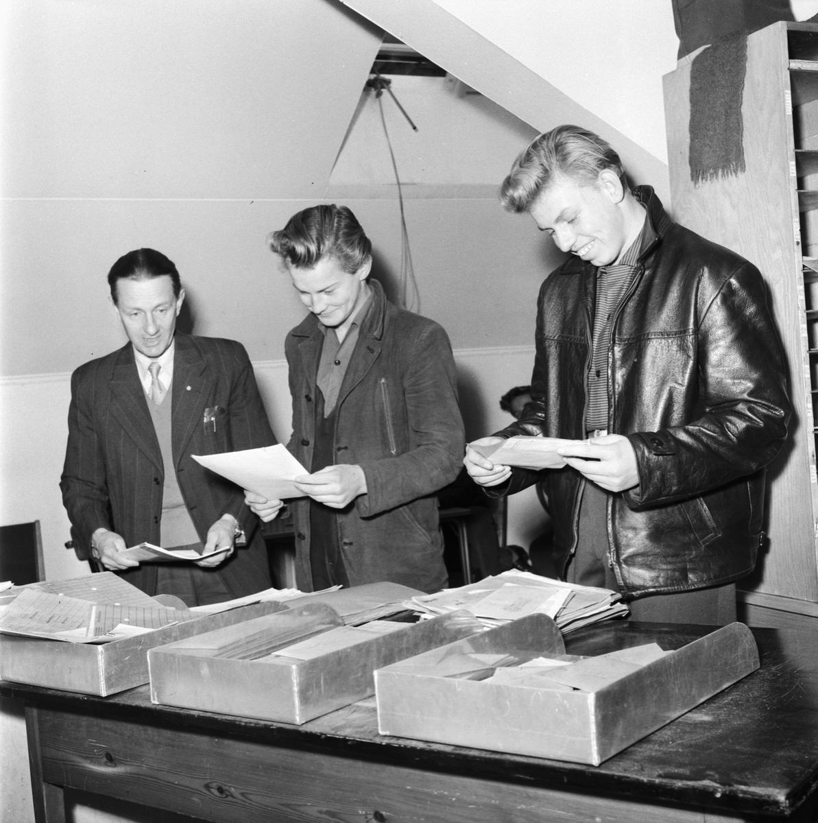 Övrigt: Foto datum: 8/11 1957 Byggnader och kranar Bokföringskontoret. Närmast identisk bild: V14232, ej skannad