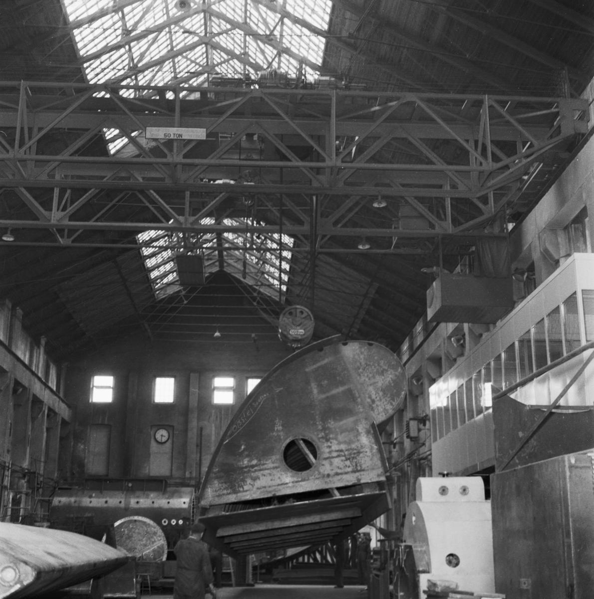 Övrigt: Foto datum: 11/7 1958 Byggnader och kranar Dammlucka transport