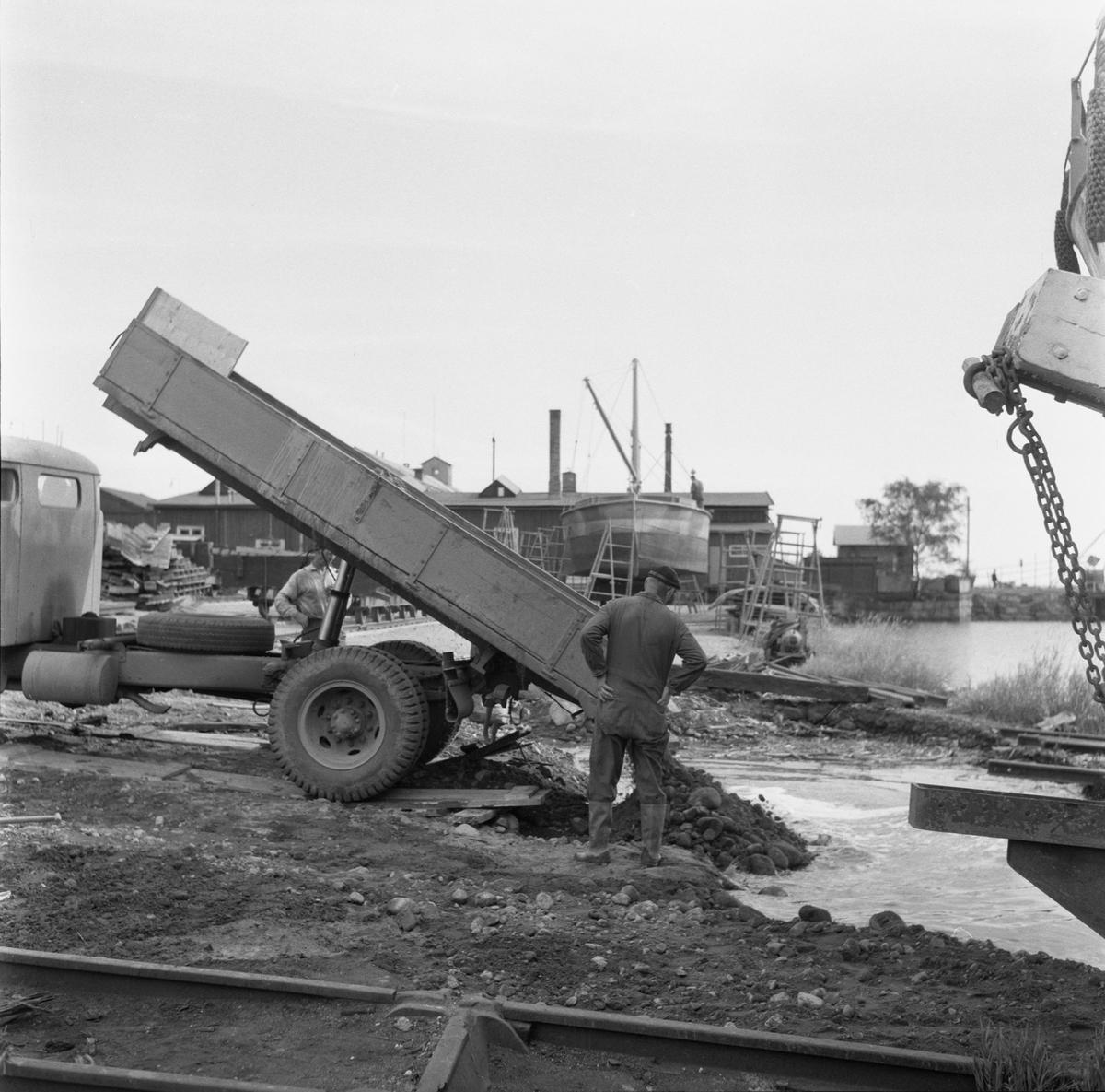 Övrigt: Fotodatum:18/9 1959 Byggnader och Kranar. Spåromläggning på slipen