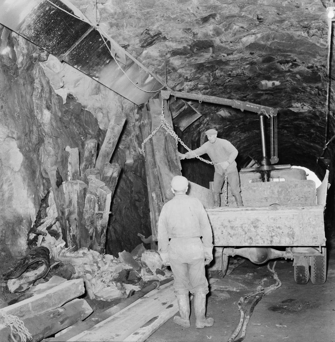 Övrigt: Fotodatum:21/11 1959 Byggnader och Kranar. Järnvägstunneln pågående arbete