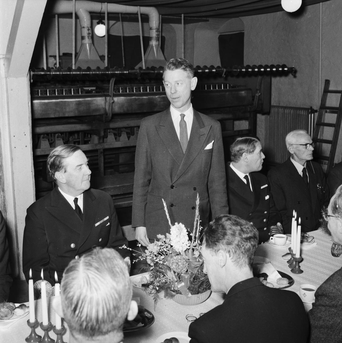 Övrigt: Foto datum: 31/12 1960 Byggnader och kranar Repslagarebanan sista tampen interiör vid kaffebordet