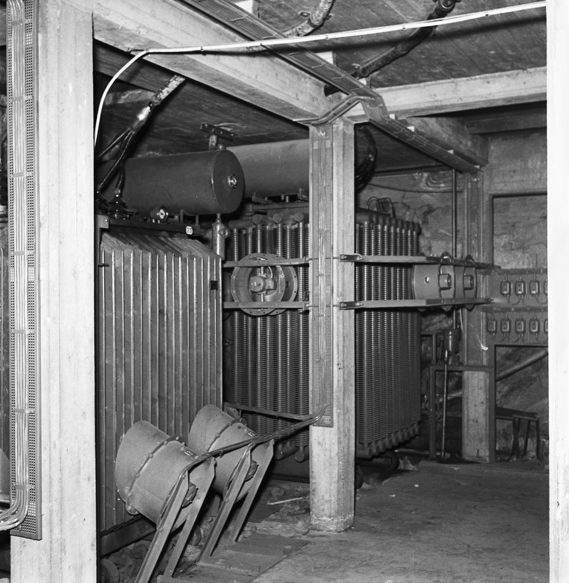 Övrigt: Foto datum: 6/11 1951 Byggnader och kranar Elverkstan ställverk i tunneln