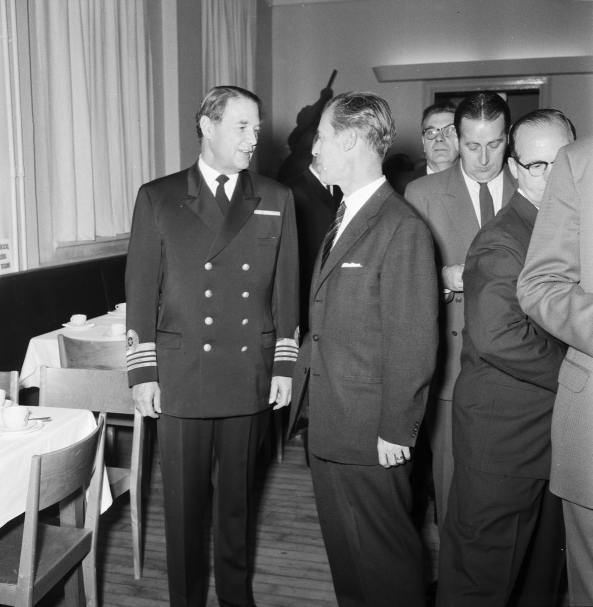 Övrigt: Foto datum: 4/10 1961 Byggnader och kranar Medaljutdelning på museet