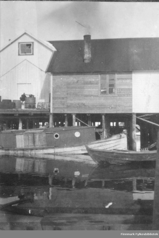 Kai og båter, antakelig Bergsfjord, antakelig ca 1915-1920