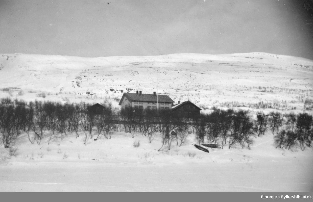 Sorenskrivergården på Langnes i Tana i vinterlige omgivelser