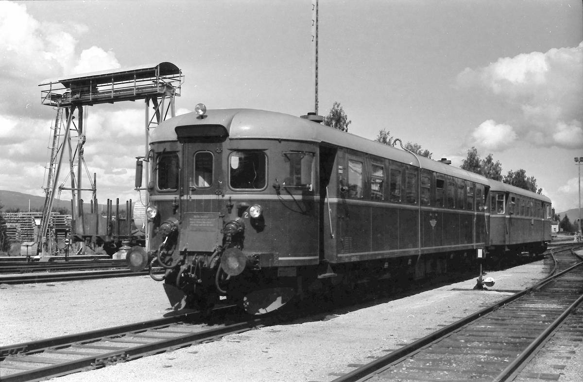 Elverum stasjon, persontog fra Røros, tog 376. BM 86G 12