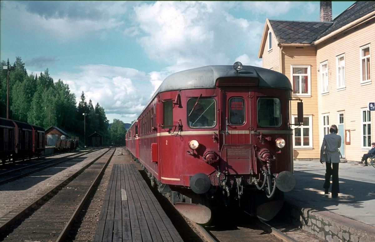 Persontog 372 Røros - Hamar med motorvogn BM 86G 13 i Rena stasjon.