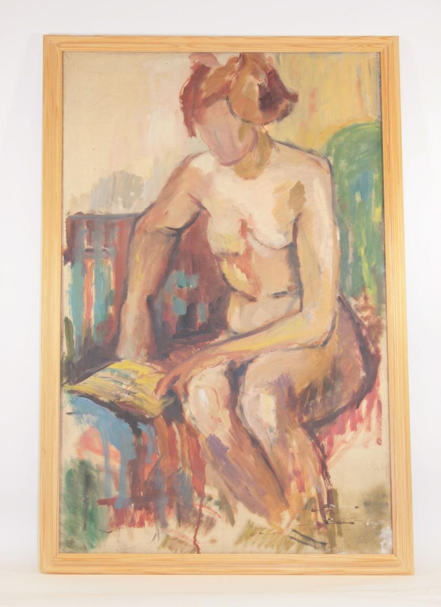 Motivet viser en naken, sittende kvinne som leser en bok. Hun holder høyre albue i fanget, og med fingrene holder hun nede den ene siden i boken hun leser. Vesbtre arm er er lett bøyet, og hånden hviler ved siden hoften hennes. Kun formen på ansiktet er antydet, ikke ansiktstrekk. Håret er antydet med grove, brune penselstrøk. Nederst i høyre hjørne kan man se spor av at våt maling i sort og hvitt har dryppet på bildet.