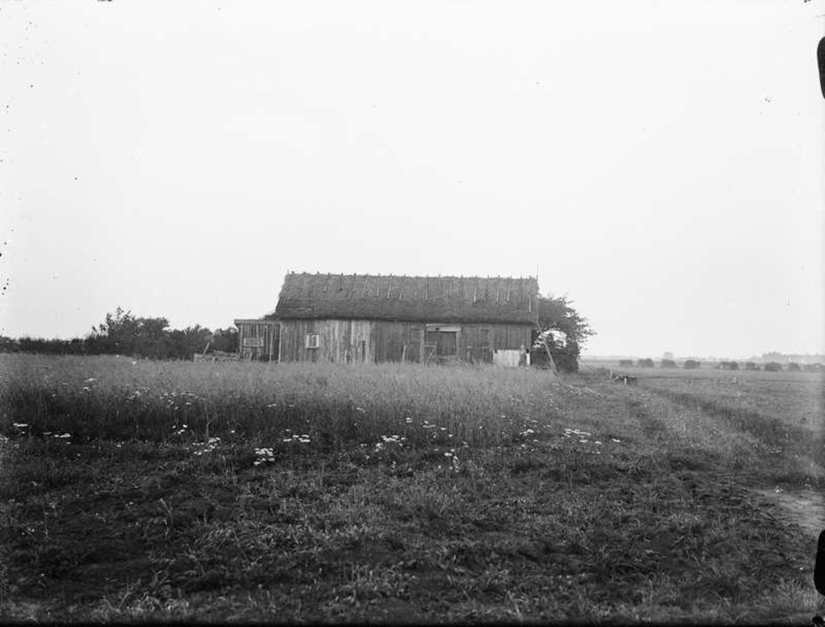 Lada, möjligvis i området av gården Lilla Torpa strax utanför Vänersborg.