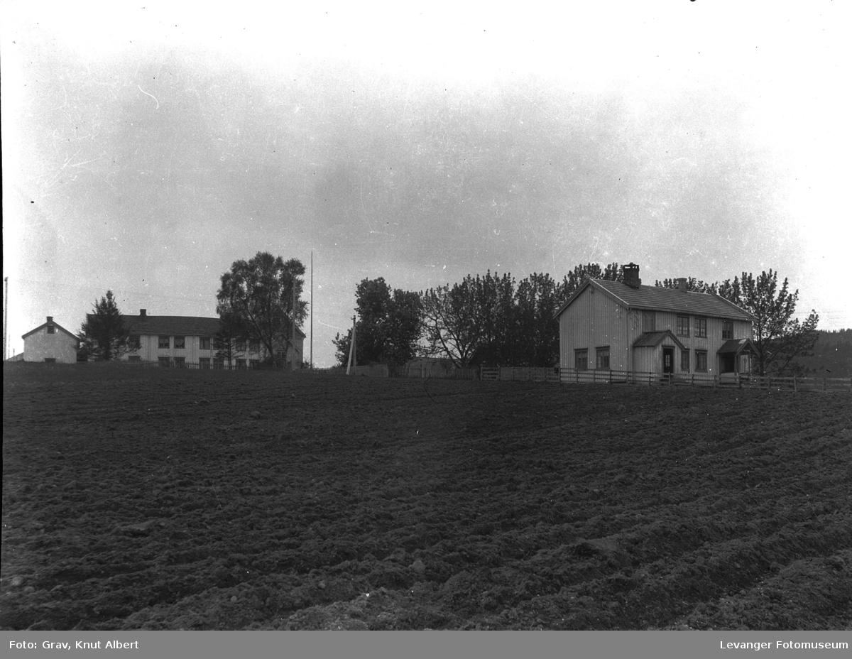 To gårder på Bangsund.